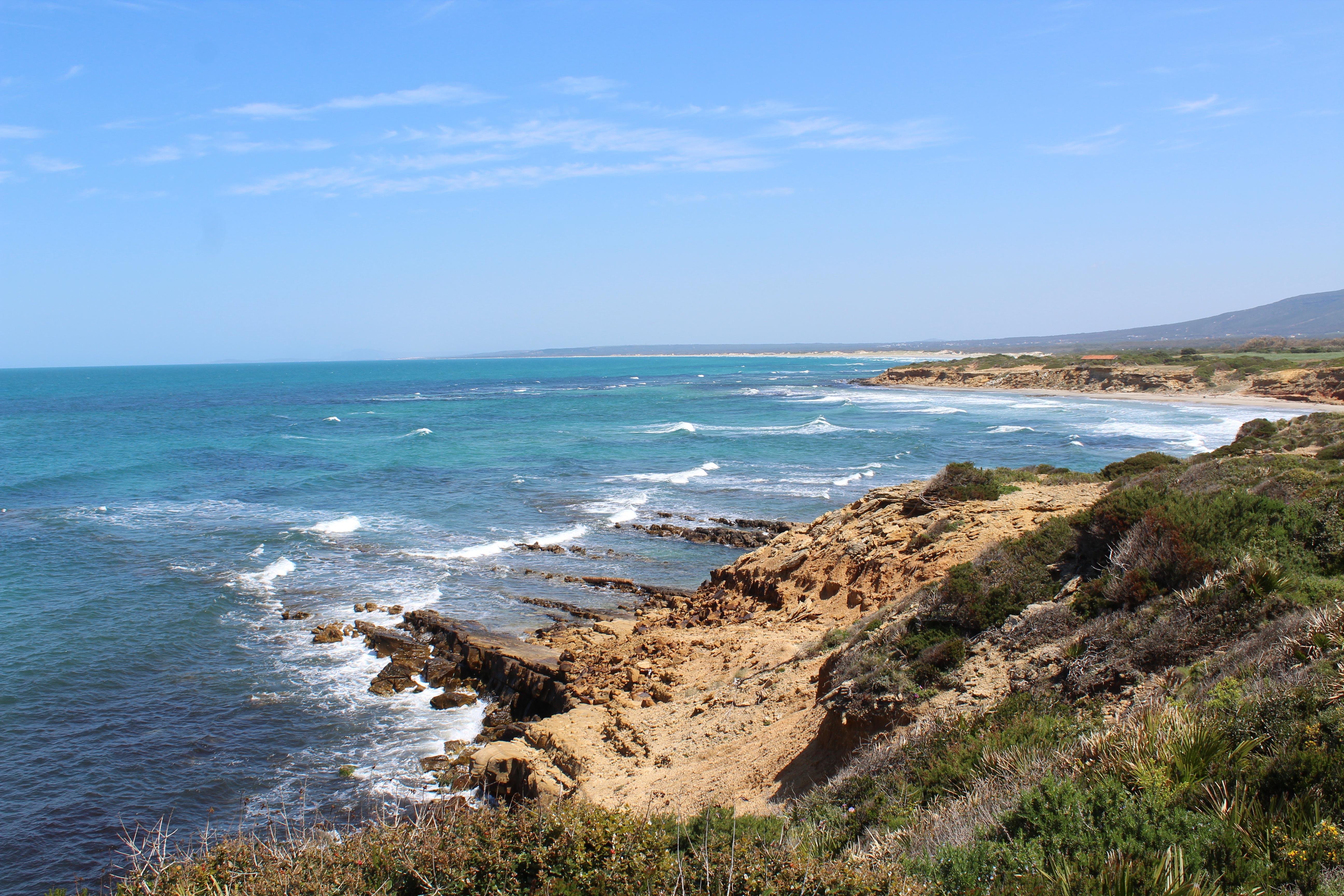 plage côtière de Rtiba